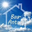Haus mit Himmel und Bauantrag