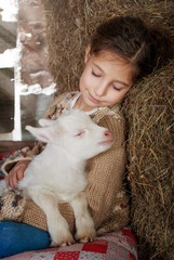 Девочка и козленок
