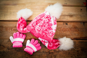 Children is cap, scarf and gloves