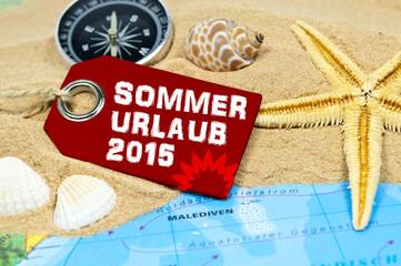 Anhänger mit Sand, Kompass, Seestern und Weltkarte