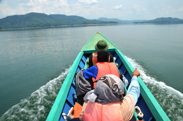 travel lagoon on boat