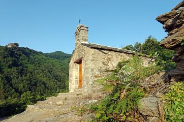 chapelle et lézard en Corse