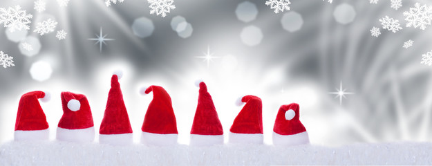 Weihnachtsmützen vor Bokeh