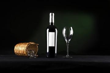 Botella de vino y copa de cristal
