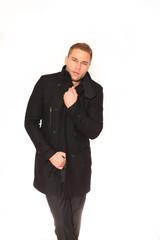 Mann warm gekleidet mit Manteol