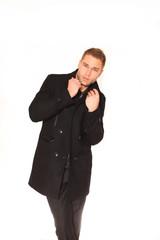 Mann mit warmen Mantel
