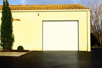 porte de garage blanche,de maison