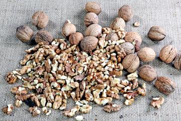 россыпь грецких орехов