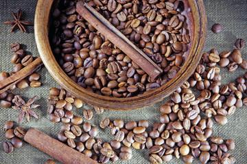 кофейные зерна с корицей