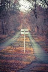 Schild am Waldweg