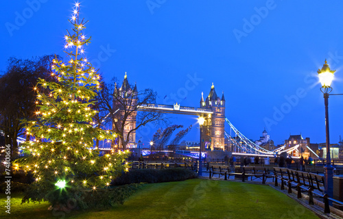 Papiers peints Londres View of Tower Bridge at Christmas