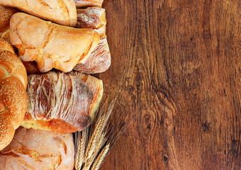 Cornice di pane e spighe