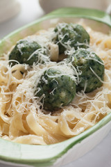 Pasta with spinach dumlings