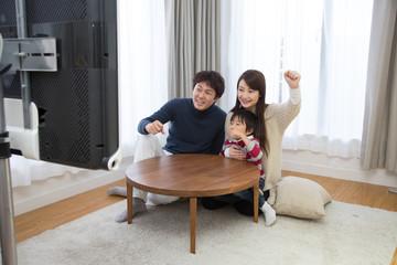 家族でテレビ観戦