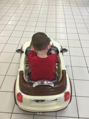 Araba Süren Çocuk