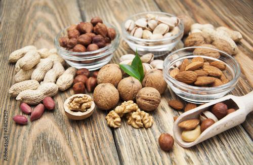 nuts - 74825257
