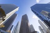 Fototapety [東京都市風景]澄み切った青空 新宿高層ビル群を見上げる [超広角撮影]