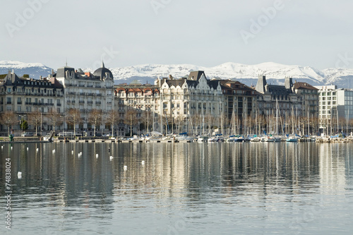Foto op Aluminium Stad aan het water View of the city and Lake Geneva in Switzerland