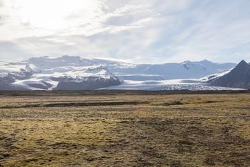 Ebene mit Gletscher in Island