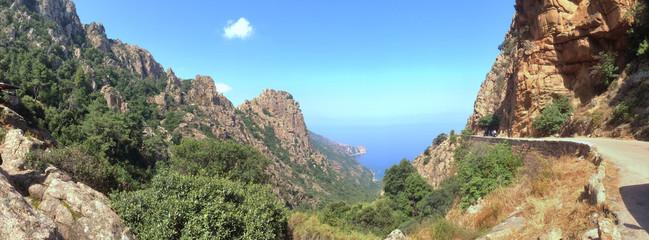 vue panoramique d'une route en Corse