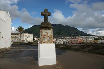 Steinkreuz auf Ischia