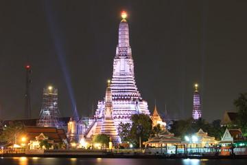 night view of phra prang wat arun
