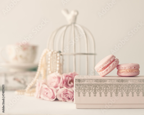 Leinwanddruck Bild Still life with vintage roses, pearls and macaroons