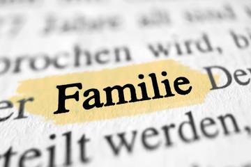 Familie - gelb markierter Gesetztext