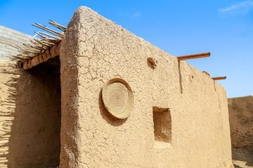 maison typique en terre extérieur 2