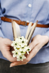 Woman holding bouquet of tiny white flowers (ornithogalum arabic