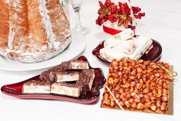 dolci per Natale su sfondo bianco