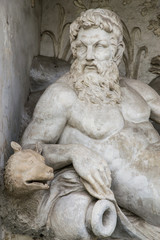 Rappresentazione scultorea mitologica del fiume Tevere di Roma