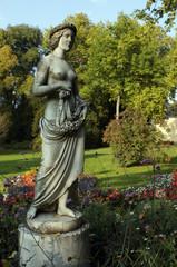 weibliche Figur im Schlosspark Sanssoucie