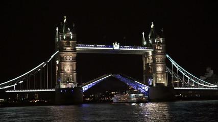 London tower bridge closing after boat