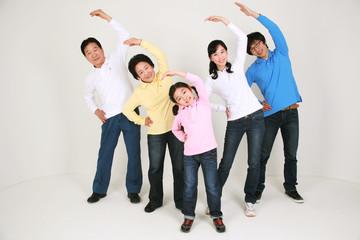 캐주얼 복장의 대가족