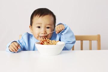 Kind isst Spaghetti 05