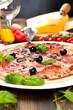 Leckere Pizza auf dem tisch