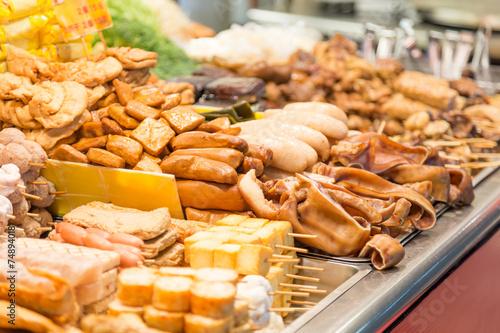 Keuken foto achterwand Boodschappen Street food at a night market in Taipei