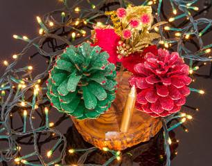 Decorazioni natalizia con le pigne