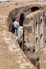 Ouvrier dans les ruines du Colisée