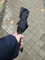 Mano con paraguas