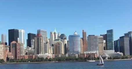 Skyline von Manhattan vom Wasser aus