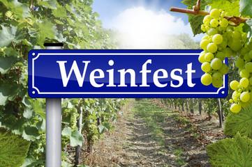 Wegweiser in Antik mit Weinfest