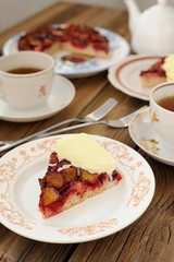 Upside down plum pie with ice-cream and black tea