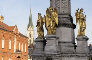 Three golden angels statues in front of the Cathedral