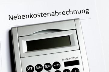 Nebenkostenabrechnung Deckblatt mit Taschenrechner