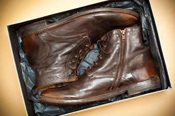 New fashion leather shoes in the packing box