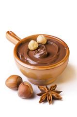 dessert al cioccolato con nocciole