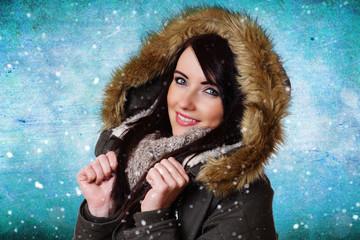 hübsche Frau in Winterkleidung