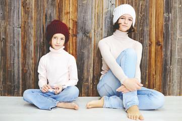 Two kid girls in hats